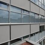 Вертикальные маркизы на здании