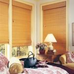 Бамбуковые жалюзи в комнате