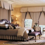 Шторы для спальни на окнах