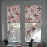 Миникассетные рулонные шторы на окнах