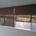 Двойные рулонные шторы день ночь на окнах