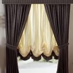 австрийские шторы в комнате