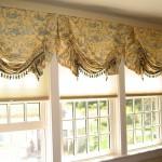 Английские шторы на окне