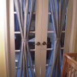 Витражные шторы на дверях: фотография