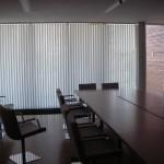 Вертикальные жалюзи в переговорной