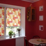 рулонные жалюзи на кухонном окне